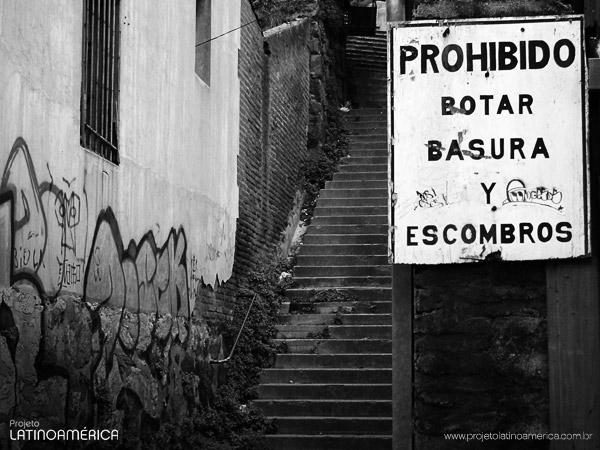 Escadarias nos morros de Valparaíso.