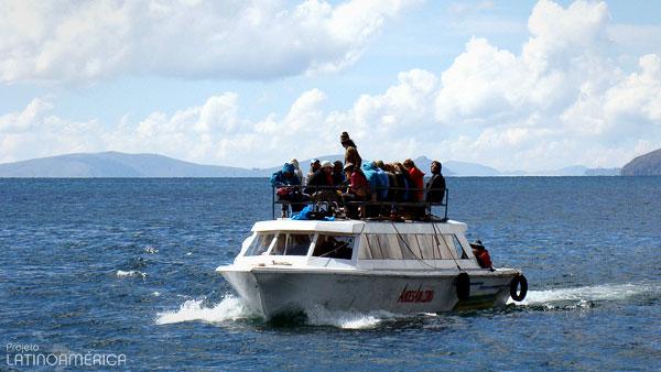 Barco no lago Titicaca, Bolívia