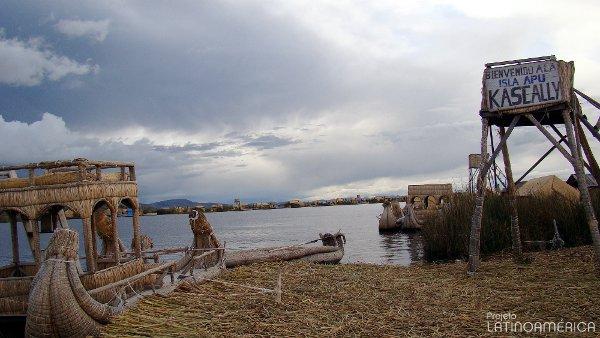 Ilha de Apu Kaskalli. Uros, Puno, Peru.